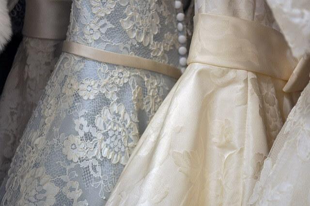 結婚式の面白い演出:ドレスの色当てクイズ